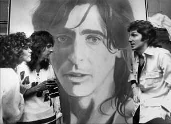 Alice_Cooper_painting_backstage.jpg (298313 bytes)
